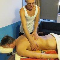 masażysta podczas pracy